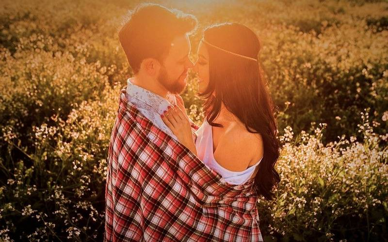 love, romance, find a valentine, find a soulmate, find your love, love calculator, loving, horoscope, sun sign, about love, lovebirds, find out where is your love