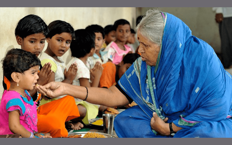 Social work, lady who saves cows,lady who saves kids, lady who saveschildren, story of Sindhutai Sapkal,NGO of Sindhutai Sapkal, orphanagesof Sindhutai, Sindhutai Sapkal story,life of Sindhutai Sapkal